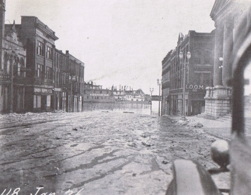 0 block of Main St during 1937 Flood